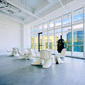 餐饮吧玻璃钢桌椅设计大师潘东椅